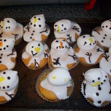 Carr's Community Image | Snowmen Cupcakes | Carr's Flour